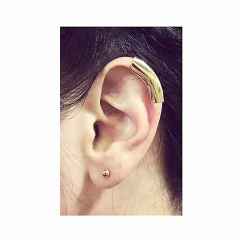 How cute is this gold cuff earring?